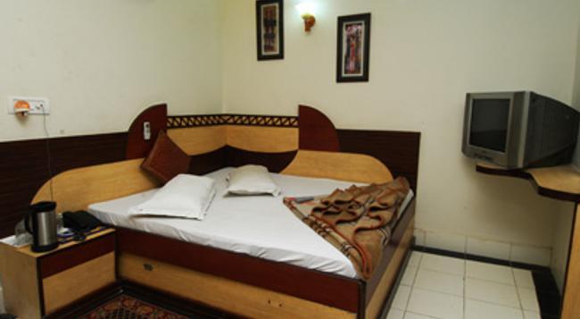 Hotel Shiv Palace - New Delhi - Bedroom