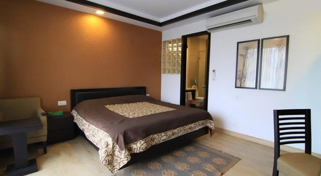 Rainbow Residency Bed And Breakfast - New Delhi - Bedroom