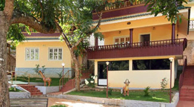 Aruvi Resorts - Munnar - Building
