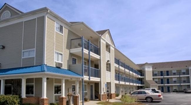 Intown Suites San Antonio Airport - San Antonio - Building