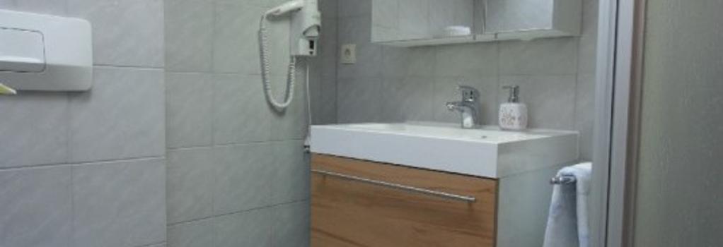 Gästehaus Waldruh - Mayrhofen - Bathroom