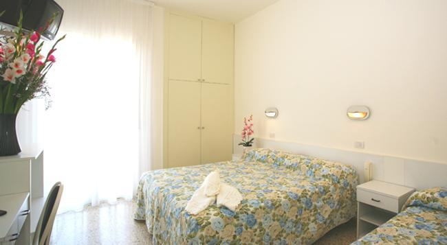 Hotel Confort - Rimini - Bedroom