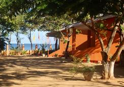 Golden Beach Cottages - Trincomalee - Outdoor view