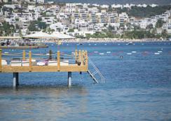 Ramada Resort Bodrum - Bodrum - Beach