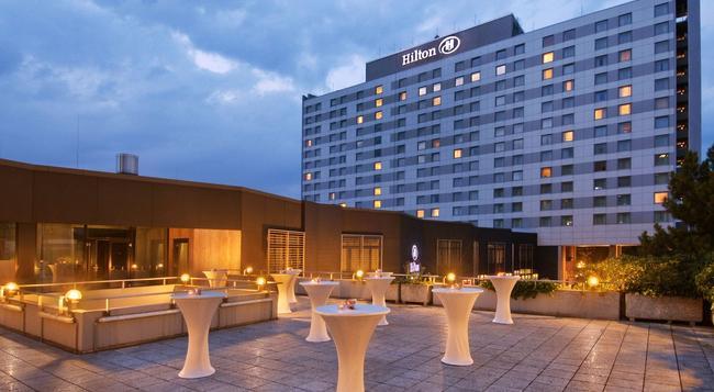 Hilton Dusseldorf - Dusseldorf - Building