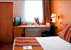 Interhotel Apolonia - Bordeaux - Bedroom
