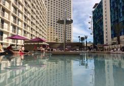 Harrah's Las Vegas Hotel & Casino - Las Vegas - Pool