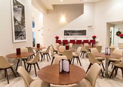 The Point Hotel & Suites - Orlando - Restaurant
