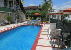 Hotel West California - Armenia - Pool