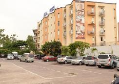 Venus Hotel - Kinshasa - Parking