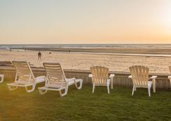 Schooner's Cove Inn - Cannon Beach - Beach