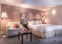 Hotel Beauchamps - Paris - Bedroom