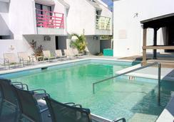 Coco Plum Resorts Bahamas - Nassau - Pool