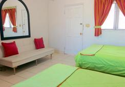 Towne Hotel - Nassau - Bedroom
