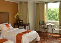 The Corporate Inn Hotel - Manila - Bedroom