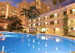 Waikiki Sand Villa - Honolulu - Pool