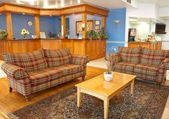 Howard Johnson Hamilton - Hamilton - Lobby
