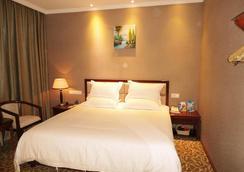 Greentree Inn Yunnan Kunming Yuantong Express Hotel - Kunming - Bedroom