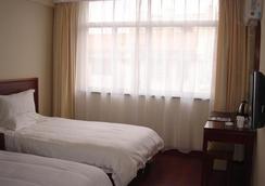 Greentree Inn Jiangsu Nantong Tongzhou Bus Station Express Hotel - Nantong - Bedroom
