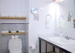 The Box House Hotel - Brooklyn - Bathroom
