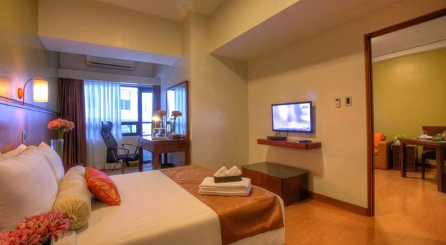 The Malayan Plaza - Manila - Bedroom