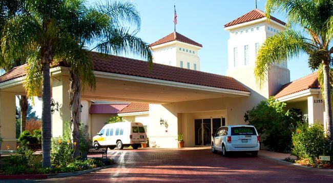Wyndham Garden San Jose - San Jose - Building