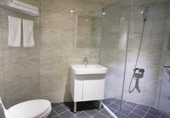Green Hotel - Taichung - Bathroom