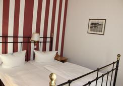 Hotel Weißes Schloß - Heringsdorf - Bedroom
