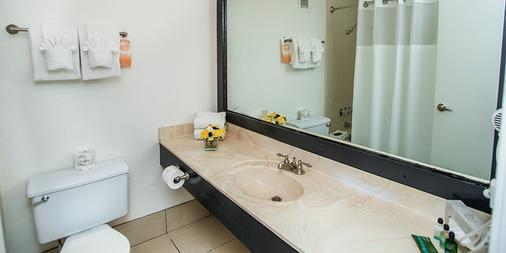 Hooters Casino Hotel - Las Vegas - Bathroom