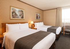 The Glenmore Inn & Convention Centre - Calgary - Bedroom