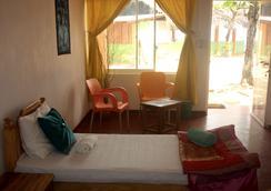 Golden Beach Cottages - Trincomalee - Bedroom