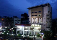 World choice Nandan Premier Hotel - Guwahati - Outdoor view
