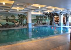 Hotel Millennium - Guwahati - Pool