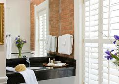 Embassy Circle Guest House - Washington - Bathroom