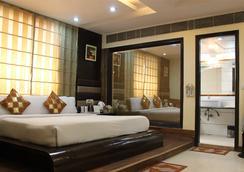 Hotel Daanish Residency - New Delhi - Bedroom