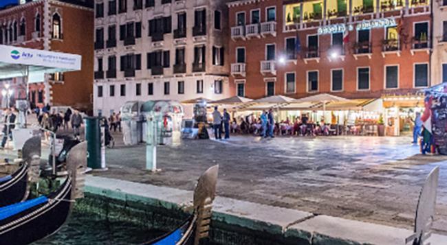 Savoia & Jolanda - Venice - Building