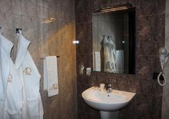 Avan Plaza - Yerevan - Bathroom