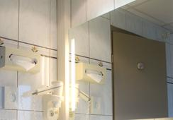 Inter-Hotel Le Bristol Strasbourg - Strasbourg - Bathroom