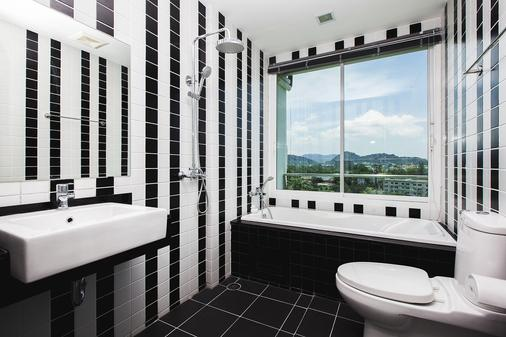 The Wide Condotel - Phuket - Phuket City - Bathroom
