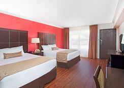 Ramada Burbank Airport - Burbank - Bedroom