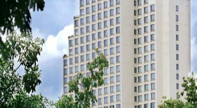Century Park Hotel - Bangkok - Building