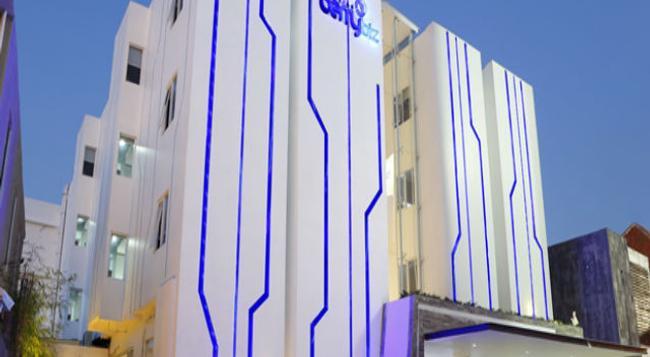 Berry Biz Hotel - Kuta - Building