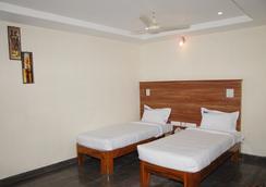 Hotel Slv Grand - Tirupati - Bedroom