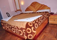 Hotel Temple Towers - Kodaikanal - Bedroom