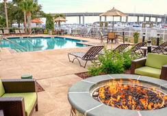 Courtyard by Marriott Charleston Waterfront - Charleston - Pool