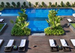 JW Marriott Hotel New Delhi Aerocity - New Delhi - Pool