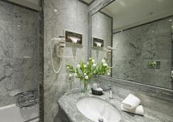 Vibe Giolli Nazionale - Rome - Bathroom