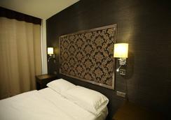Grand Sapphire Hotel - Croydon - Bedroom