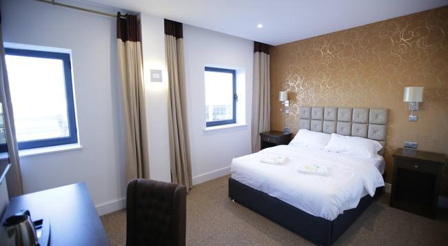 Grand Sapphire Hotel - Croydon - Building
