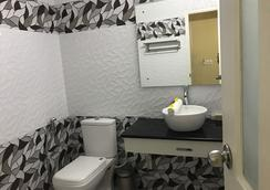 Daffodils Spice Court - Kochi - Bathroom